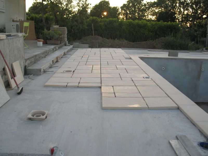 Construire sa piscine archives du blog terrasses for Poser carrelage terrasse dalle beton