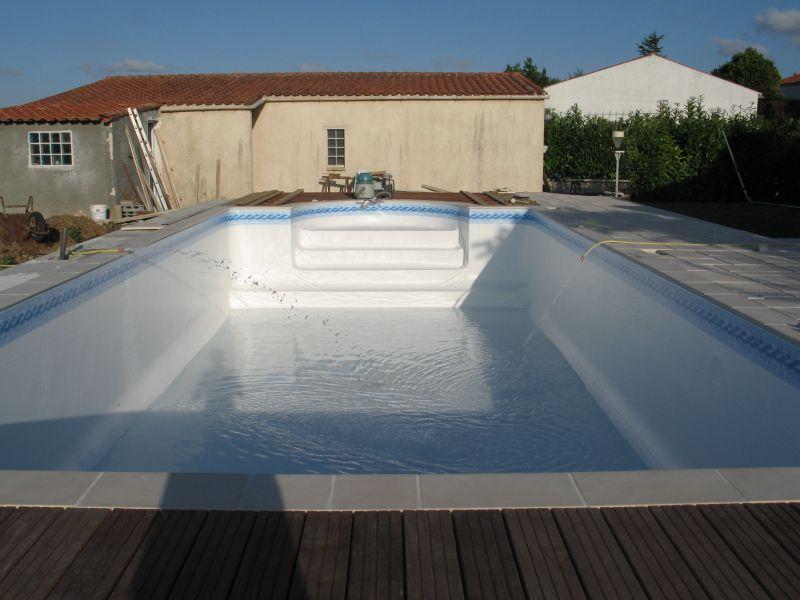 construire sa piscine archives du blog pose du feutre du liner et mise en eau. Black Bedroom Furniture Sets. Home Design Ideas