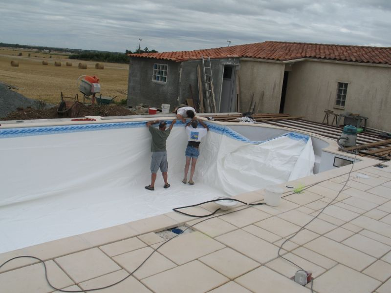 Construire sa piscine archives du blog pose du feutre for Tarif pose liner piscine