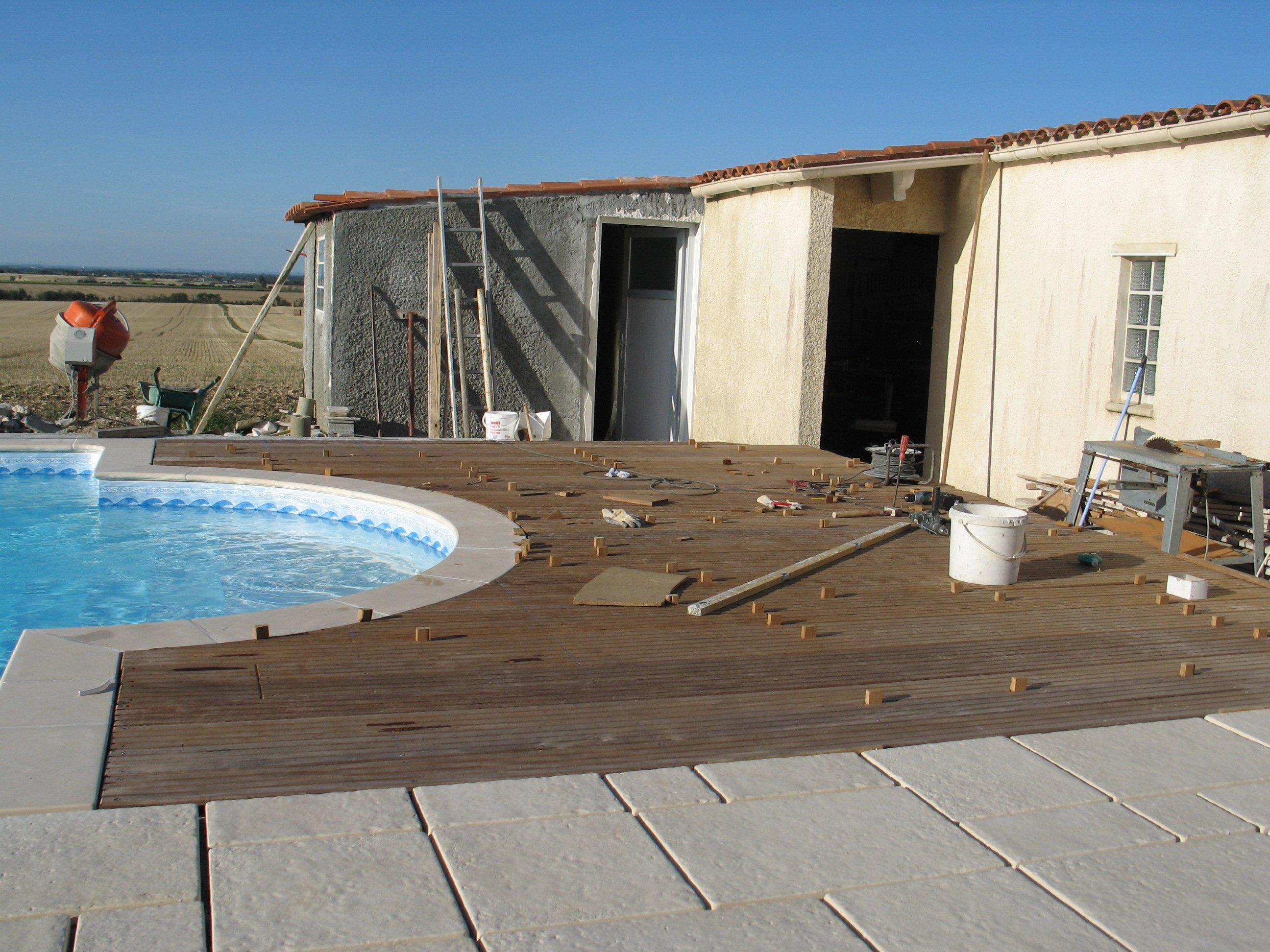 Construire sa piscine 2009 novembre for Piscine bois avec escalier